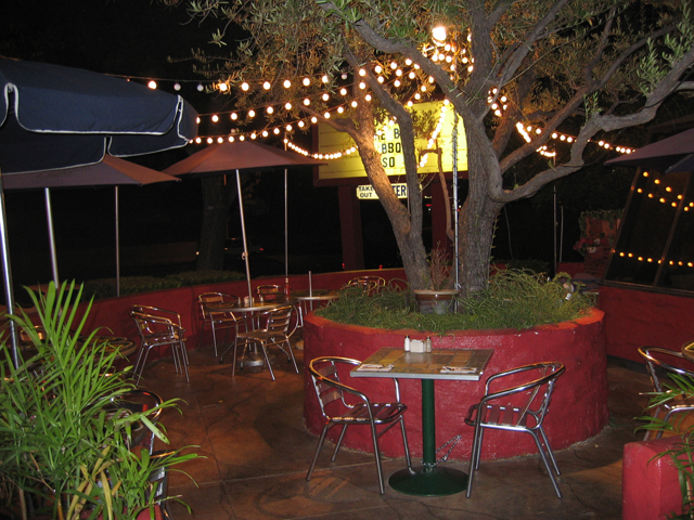 Outdoor dining at Robin's